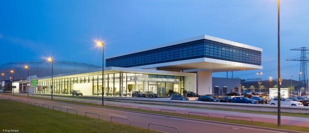 Ein zweites Haus für BMW