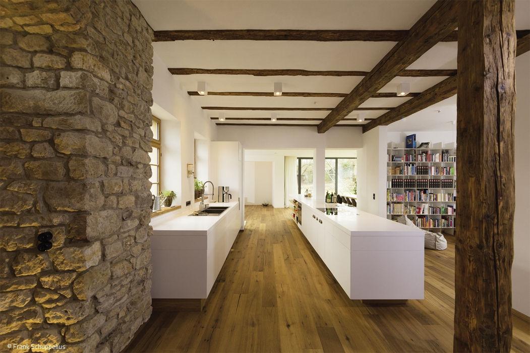Cube magazin frankfurt cube magazin for Fachwerk modern einrichten