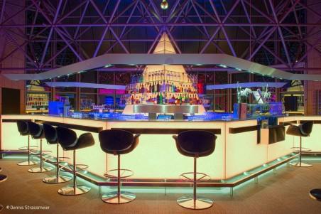 Strahlende Pyramide aus Glas