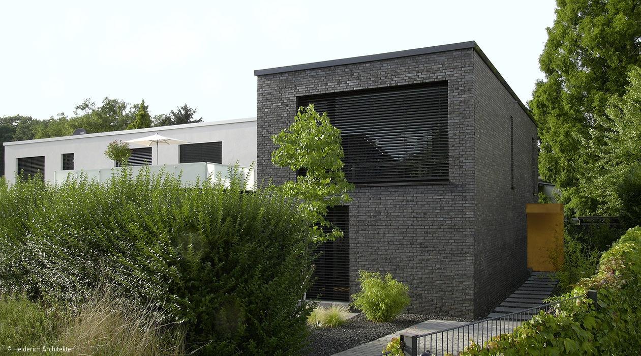 Ein Einfamilienhaus schafft Bezüge zwischen Innen und Außen und mit ...