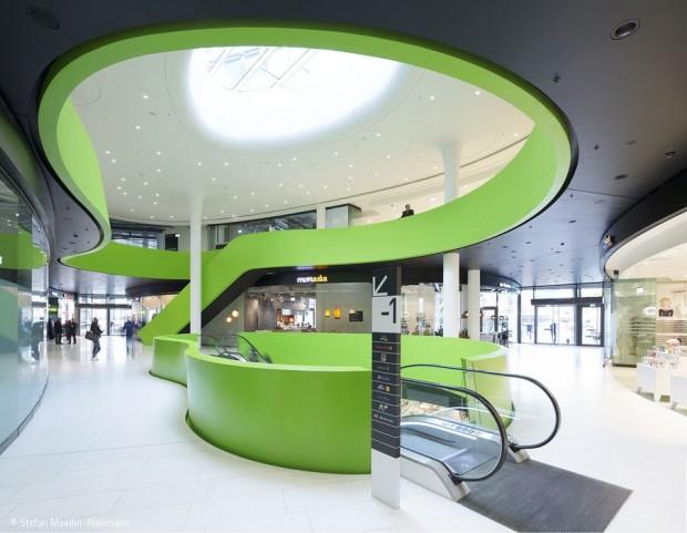 Mall mit grünem Geschenkband