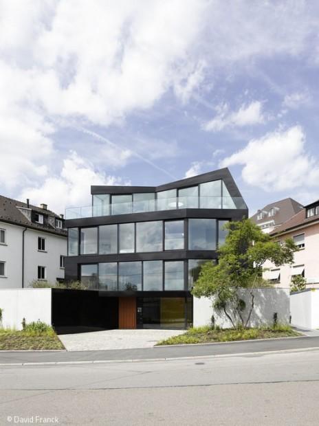 Fusion von Fassade und Dach