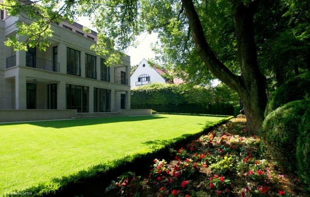 Garten und Villa im Einklang