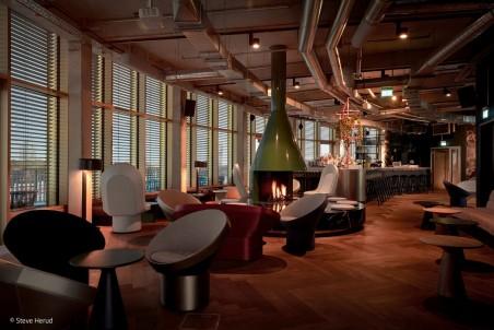 Stylische Rooftop-Bar