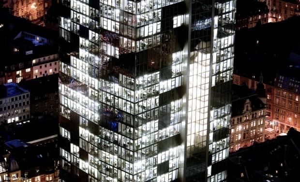 Lichtkunst über 36 Etagen